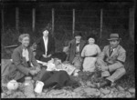 Godber family picnic group at Waikanae, Christmas Day 1924.