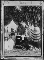 Maori family group