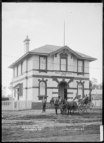 Ngaruawahia Post Office and mail coach, 1910 - Photograph taken by G & C Ltd