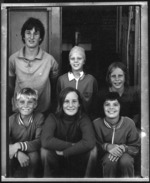 6 happy kids, Wellington (Pola 4,5) 1975.tif