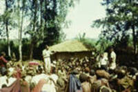 Electioneering in a Western Highland village,  New Guinean candidate addressing voters, [Western Highlands], [Papua New Guinea], Jan 1964