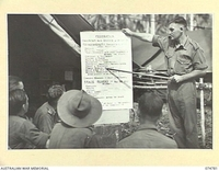 MILILAT, NEW GUINEA. 1944. SX21857 SERGEANT P.A. MCCAUL-SMYTH, EDUCATION OFFICER, 5TH DIVISION, SPEAKING TO THE TROOPS ON THE COMMONWEALTH REFERENDUM