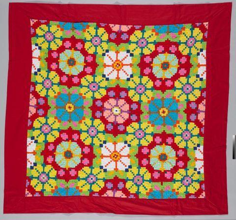 Tīvaevae ta'ōrei (patch work quilt)