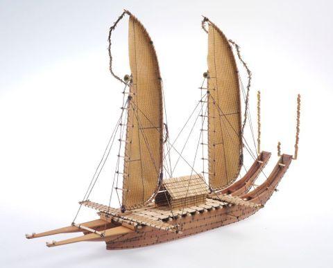 Model Tipaerua (sailing canoe)