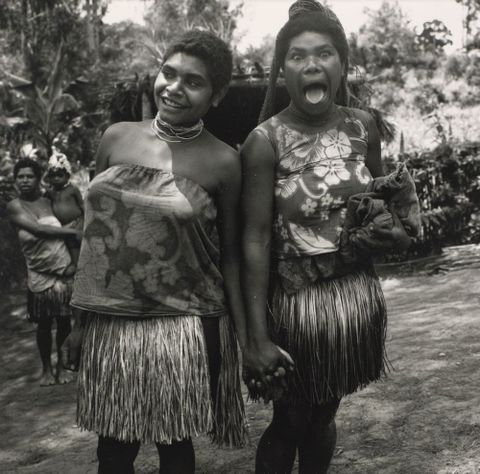 Two women, Iabula Valley