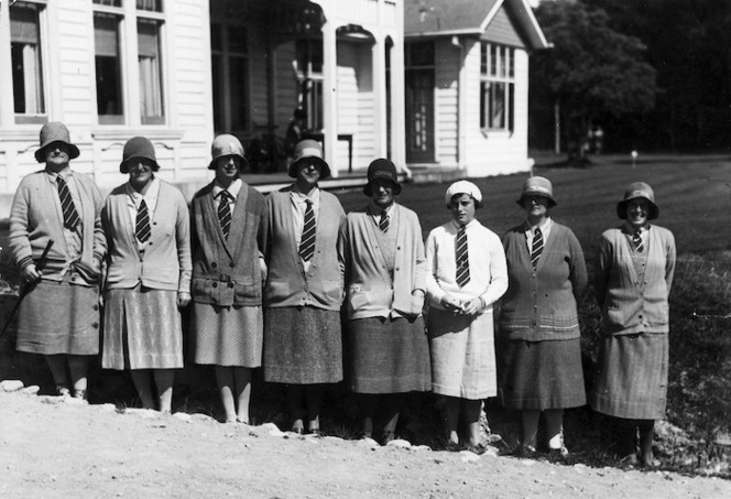 Group portrait of the South Island Women's golf team, 1930