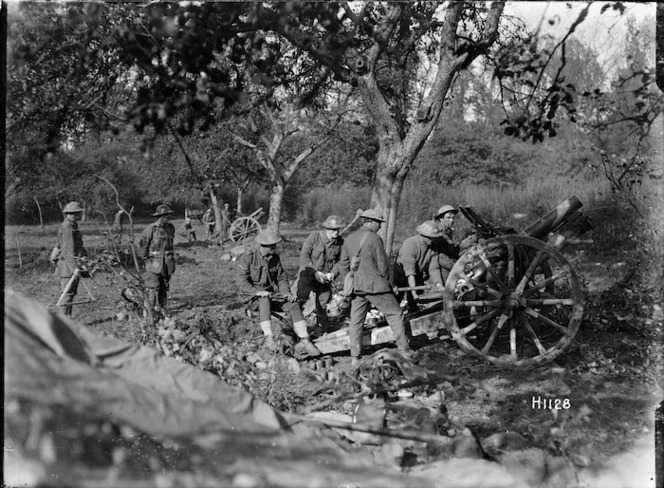 New Zealand 4.5 howitzers and soldiers, Le Quesnoy, France