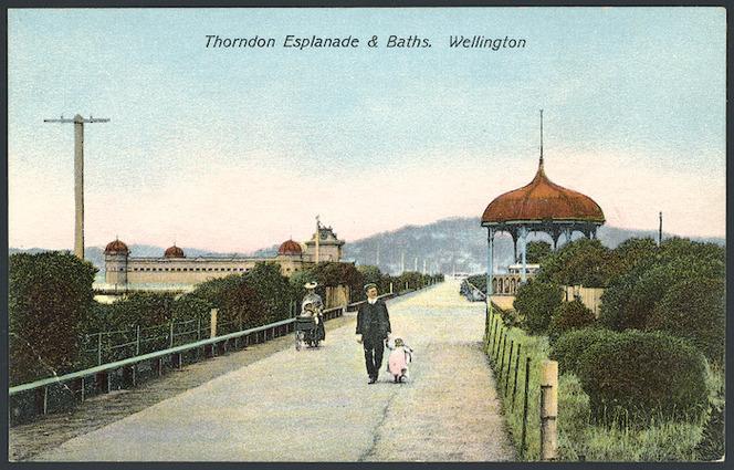 [Postcard]. Thorndon Esplanade & Baths, Wellington. New Zealand post card. G & G Series no. 105. Printed in Berlin [ca 1905]