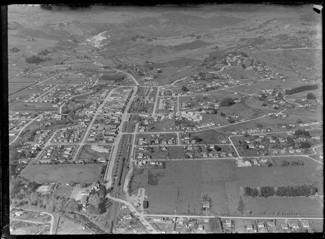 Te Kuiti, Waikato District, including housing, roads and a railway
