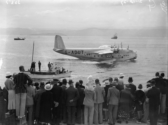 Group watching the arrival of the short flying boat Centaurus, Wellington