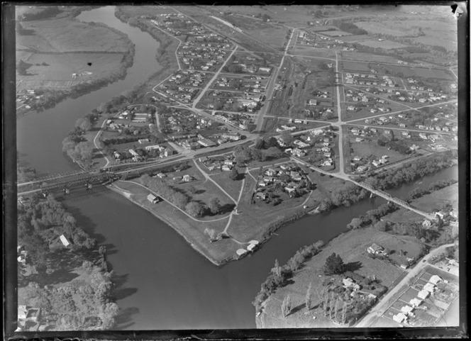 Ngaruawahia, Waikato District, including Waikato River, housing and roads