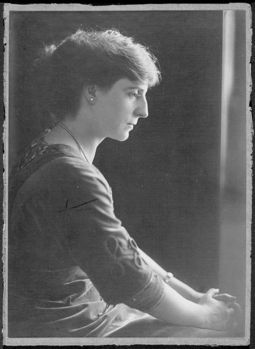 Heraud, Julie : Portrait of Maud Sherwood
