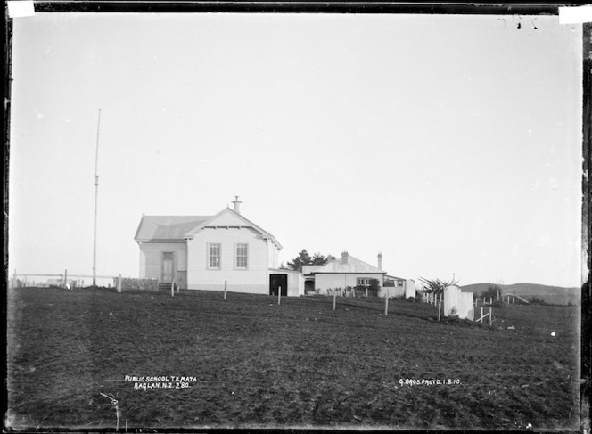 Te Mata Public School, 1910 - Photograph taken by Gilmour Brothers