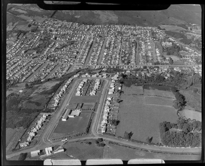 Pine Hill Road Primary School in foreground, and suburb Liberton, Dunedin City, Otago Region