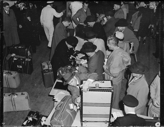 Passengers and luggage from TEAL's Sydney to Wellington flight