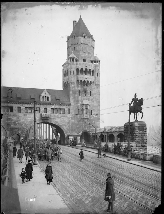 New Zealand troops marching over the Hohenzollern Bridge, Cologne, 1919