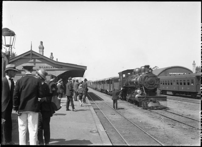 Steam train arriving at Ngaruawahia Railway Station