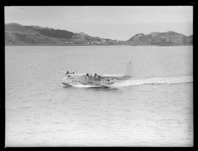 Flying boat, Centaurus, taxiing, Wellington Harbour