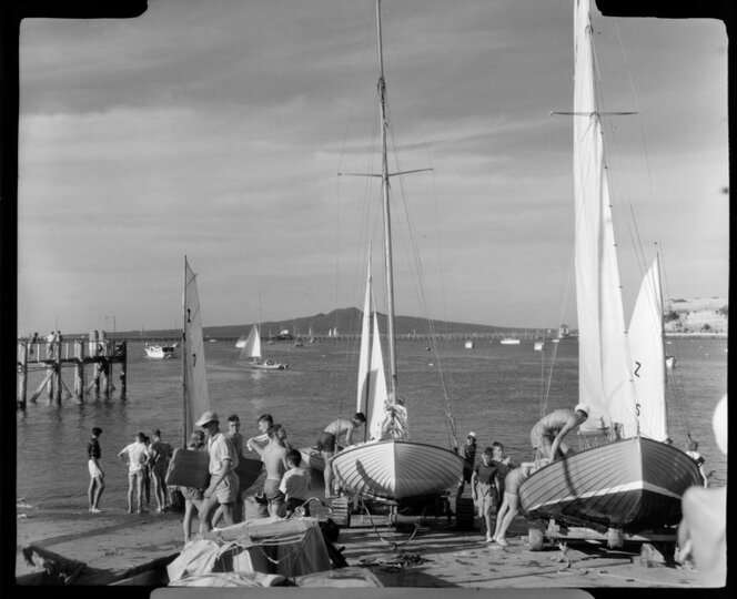 Yachting at Ohaku Bay, Auckland, competitors preparing their yachts. Whites Aviation Ltd :Photographs. Ref: WA-34584-F.