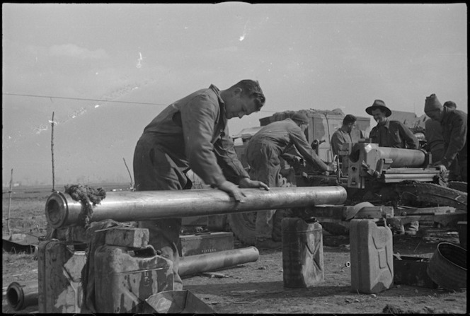 New Zealand Artillery gunners on maintenance in the Volturno Valley area, Italy, World War II - Photograph taken by George Kaye