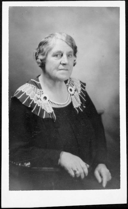 White, Michael, fl 2002 :Photograph of Eliza Gordon, 1877-1938