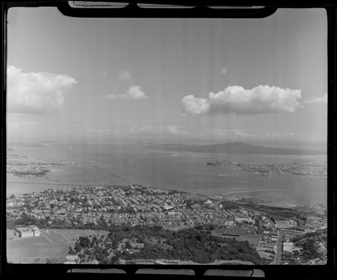 Auckland Domain and Museum in foreground looking to Parnell and Hobson Bay with the Waitemata Harbour entrance beyond, Auckland City