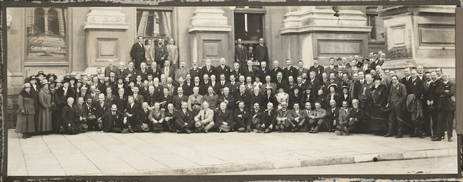 Creator unknown :Photograph of town planning conference attendees, Wellington