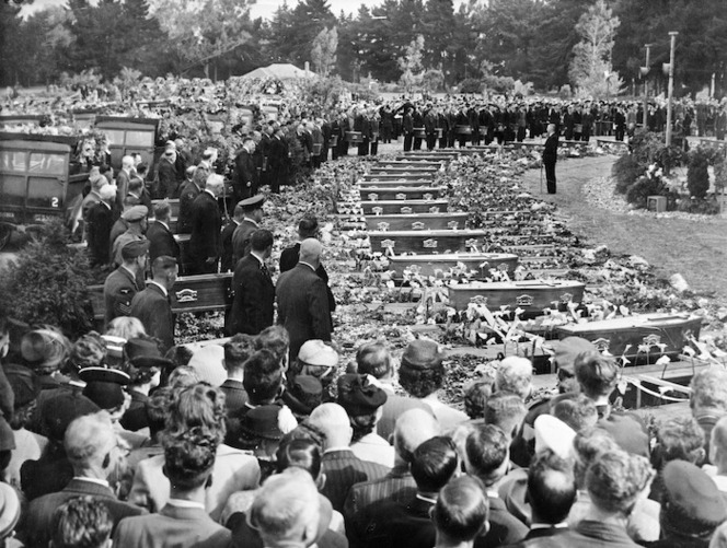 Funeral for the victims of the Ballantyne's Department Store fire, Ruru Lawn Cemetery, Christchurch