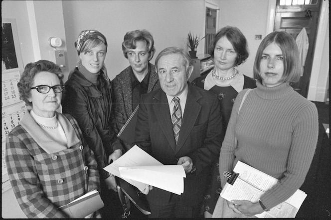 Women's Electoral Lobby representatives with Social Welfare Minister, Norman King