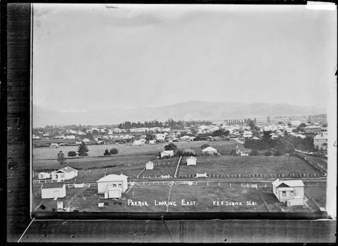 Paeroa, looking East, ca 1918 - Photograph taken by Fred. E Flatt