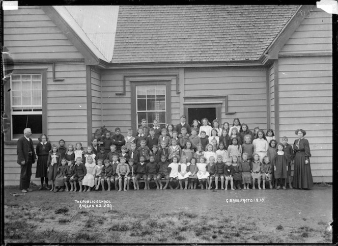 Pupils and staff at Raglan Public School, 1910 - Photograph taken by Gilmour Brothers