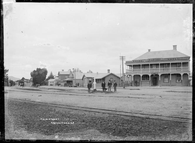 Great South Road at Ngaruawahia, with the Waipa Hotel, circa 1910