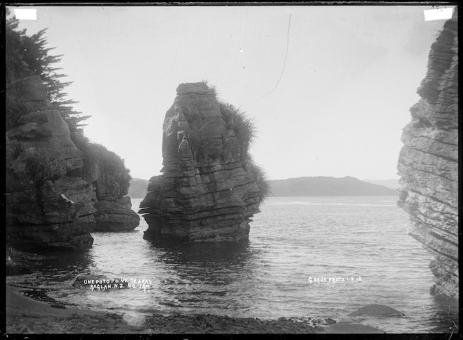 Onepoto Point, Te Akau, Raglan County, 1910 - Photograph taken by Gilmour Brothers