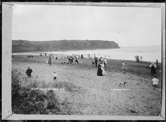 Crowd of people at the beach at Opunake - Photograph taken by David Duncan
