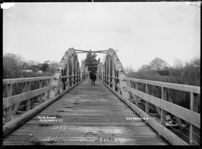 Waipa Bridge over the Waipa River at Ngaruawahia, 1910 - Photograph taken by Robert Stanley Fleming