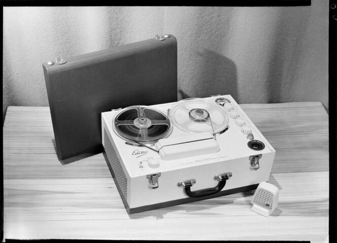 'Editor' portable reel to reel tape recorder with microphone & case