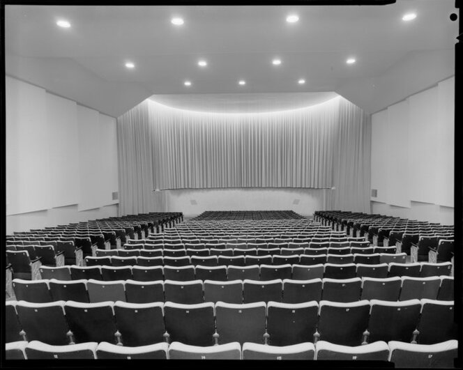 Cinerama theatre, Courtenay Place, We    | Items | National