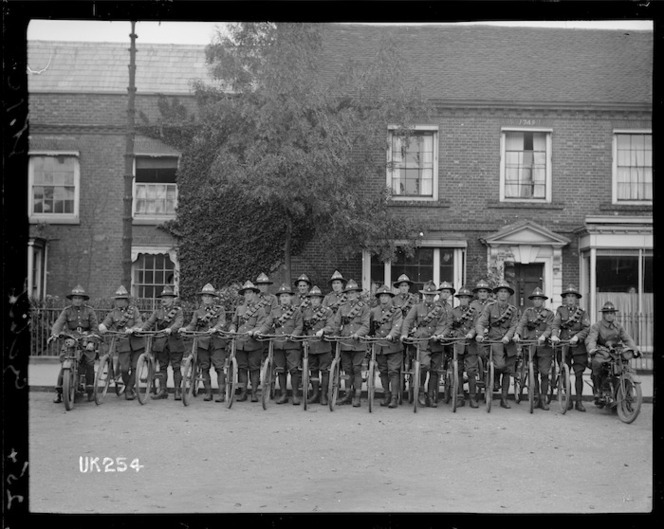 A World War I New Zealand cycle unit in England