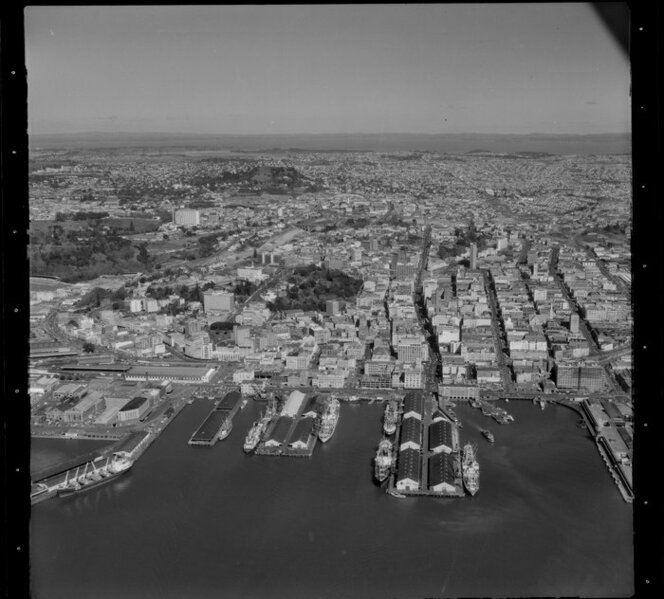 Auckland City wharves and shipping