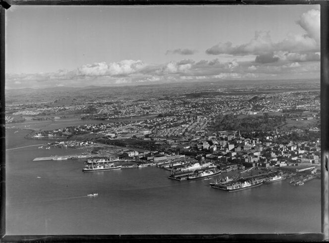 Auckland City and wharves, showing shipping