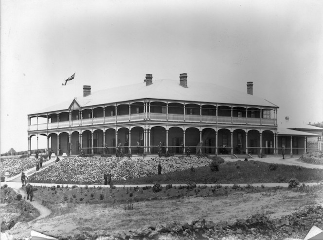Winkelmann, Henry 1860-1931 :Exterior view of the Ranfurly Veterans' Home in Mount Roskill, Auckland