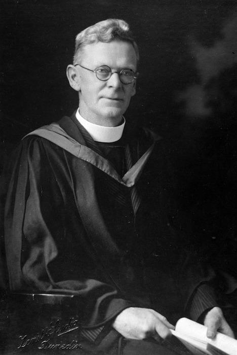 Broadbent, U L : Photograph of Dr John Ernest Holloway