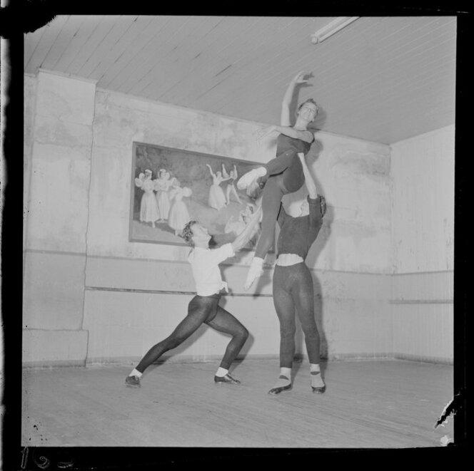 Summer students at Ballet school, Dorothy Daniels Academy of Dancing, Wellington