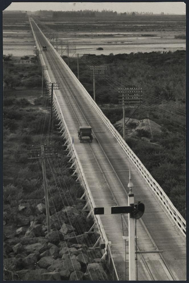 Elevated view along the Rakaia bridge, Ashburton