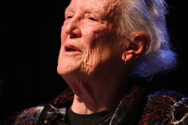 Image: Margaret Mahy wins premier award