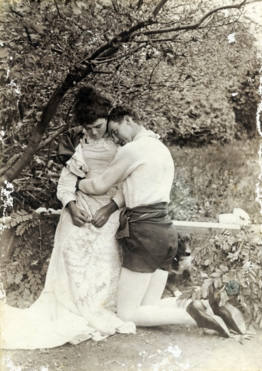 Image: Theatrical couple : Photograph