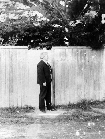 Image: A man dressed in a suit standing outside Ngapoimata