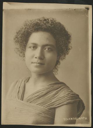 Image: [Portrait of a woman]