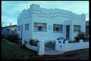 Image: [Whiter plaster art deco house].