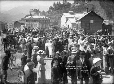 Image: Nelson crowd gathered to farewell members of the 12th Reinforcement leaving for World War I